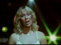 ABBA – Super Trouper lyrics Super Trouper beams are gonna blind me But I won't feel blue Like I always do 'Cause somewhere in the crowd there's you I was...