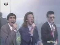 Gianni Morandi & Enrico Ruggeri & Umberto Tozzi – Si Può Dare Di Più lyrics In questa notte di Venerdì, perché non dormi? Perché sei qui? Perche non parti per […]
