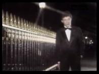 Herbert Leonard – Pour Le Plaisir lyrics Sans en attendre rien Mais pour le plaisir Regarder une fille dans la rue et se dire Qu'elle est belle Sans même aller […]