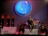 Julio Iglesias – Begin The Beguine (Volver A Empezar) lyrics When they begin the beguine, quiero sentir las cosas de siempre Quiero saber si tú aun me quieres, quiero volver […]