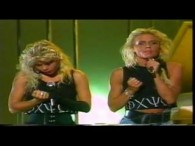 Lili & Sussie – Oh Mama lyrics Oh mama can't you tell Oh mama can't you tell If he wants my love will you ring my bell Oh mama can't […]
