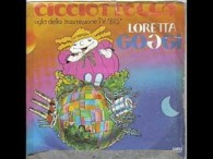 Loretta Goggi – Cicciottella lyrics Cicciottella e' una bambina fatta a forma di bignè I capelli son di zucchero filato Ha le braccia di candito, beve solo Malvasia Ma consuma […]