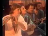 Massada – Sajang É lyrics Sajang e, sioh sajang e Anak muda, sioh sajang e Sioh, dengar la anak muda Yang lahir di tanah orang Jangan lupa orang tua Bilang […]