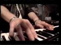 Mikael Rikfors – Vingar lyrics Jag har amorterat på livet, stått längst bak i kön Aldrig haft semester eller tagit ut nån lön Jag har levt som miljonär, och unnat […]