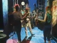 Stray Cats – Stray Cat Strut lyrics Oooh, Oooh, Oooh, Oooh, Black and orange stray cat sittin' on a fence Ain't got enough dough to pay the rent I'm flat […]