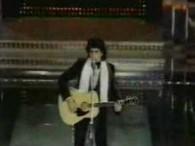 Toto Cutugno – L'Italiano lyrics Buongiorno Italia gli spaghetti al dente E un partigiano come Presidente Con l'autoradio sempre nella mano destra E un canarino sopra la finestra Buongiorno Italia […]