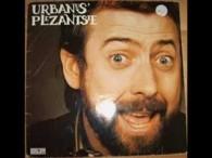 Urbanus – Bakske Vol Met Stro lyrics Heel lang geleden voor de allereerste keer Dat had ge moeten zien, 't was verschrikkelijk slecht weer Lag hij daar te bibberen in […]